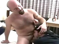 Horny mature stud sucks bear man-lover