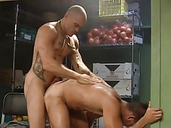 Muscle man-lovers fuck in doggy style
