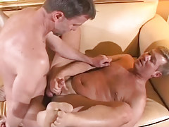 Mature gay drills wavy man on sofa