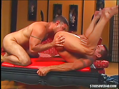 Muscle dilf licked by mature boyfriend