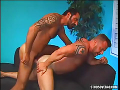Bear man fucks muscle dilf in doggy style